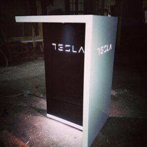 Led pult Tesla