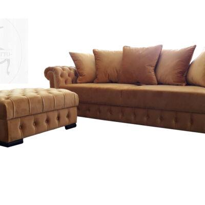 cester sofa na sa tabureom